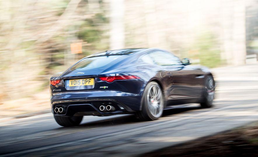 2016 Jaguar F-type R coupe, 2015 Porsche 911 Carrera GTS, and 2016 Mercedes-AMG GT S - Slide 17