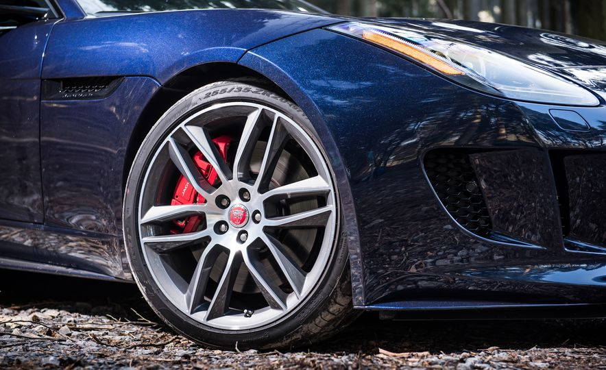 2016 Jaguar F-type R coupe, 2015 Porsche 911 Carrera GTS, and 2016 Mercedes-AMG GT S - Slide 20
