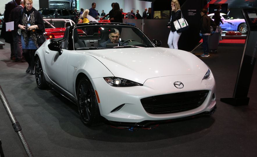 2016 Mazda MX-5 Miata Club - Slide 1