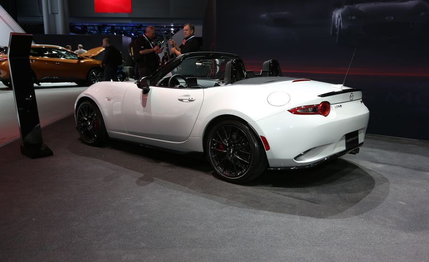 2016 Mazda MX-5 Miata Club - Slide 3