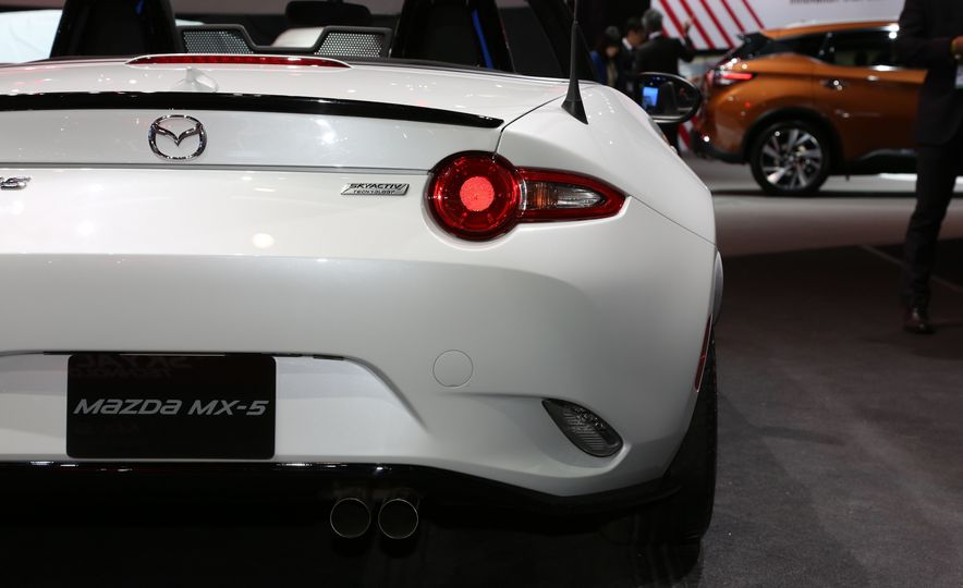 2016 Mazda MX-5 Miata Club - Slide 12