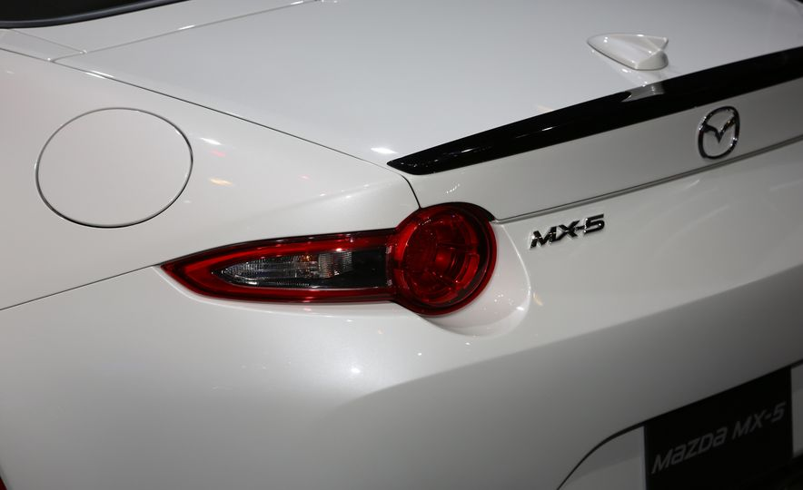 2016 Mazda MX-5 Miata Club - Slide 13