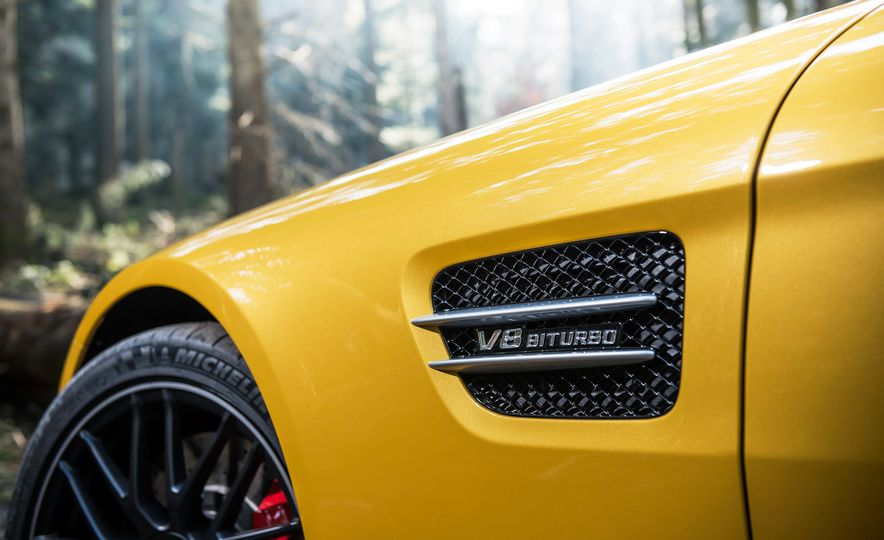 2016 Jaguar F-type R coupe, 2015 Porsche 911 Carrera GTS, and 2016 Mercedes-AMG GT S - Slide 34
