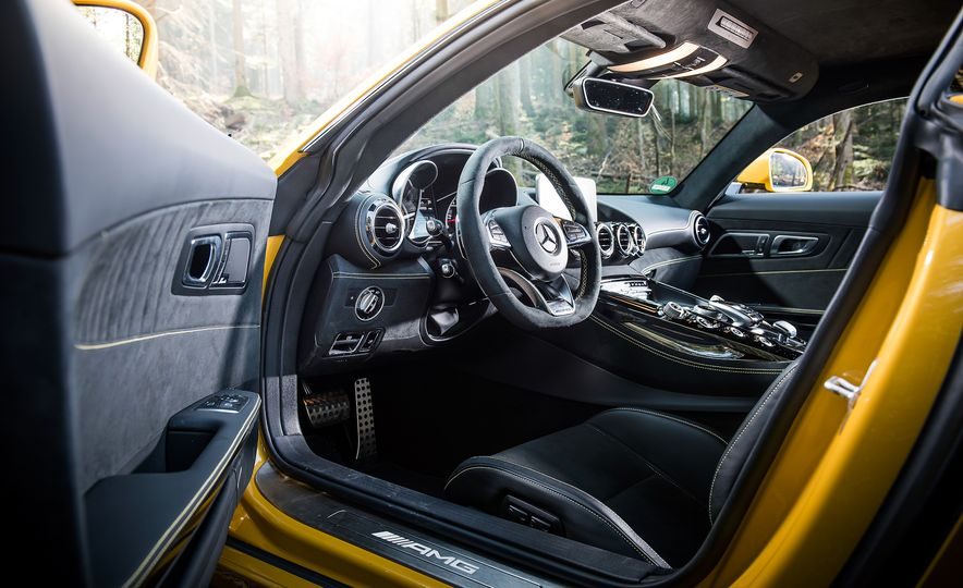 2016 Jaguar F-type R coupe, 2015 Porsche 911 Carrera GTS, and 2016 Mercedes-AMG GT S - Slide 36