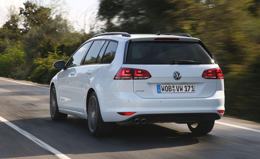 2016 Volkswagen Golf GTD SportWagen - Slide 11