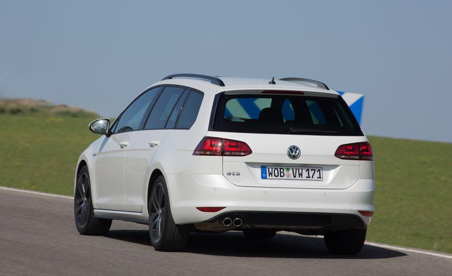 2016 Volkswagen Golf GTD SportWagen - Slide 12