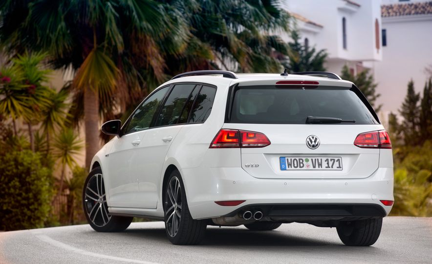 2016 Volkswagen Golf GTD SportWagen - Slide 13