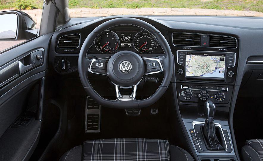 2016 Volkswagen Golf GTD SportWagen - Slide 18