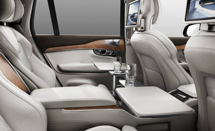2016 Volvo XC90 T8 Excellence Edition - Slide 9