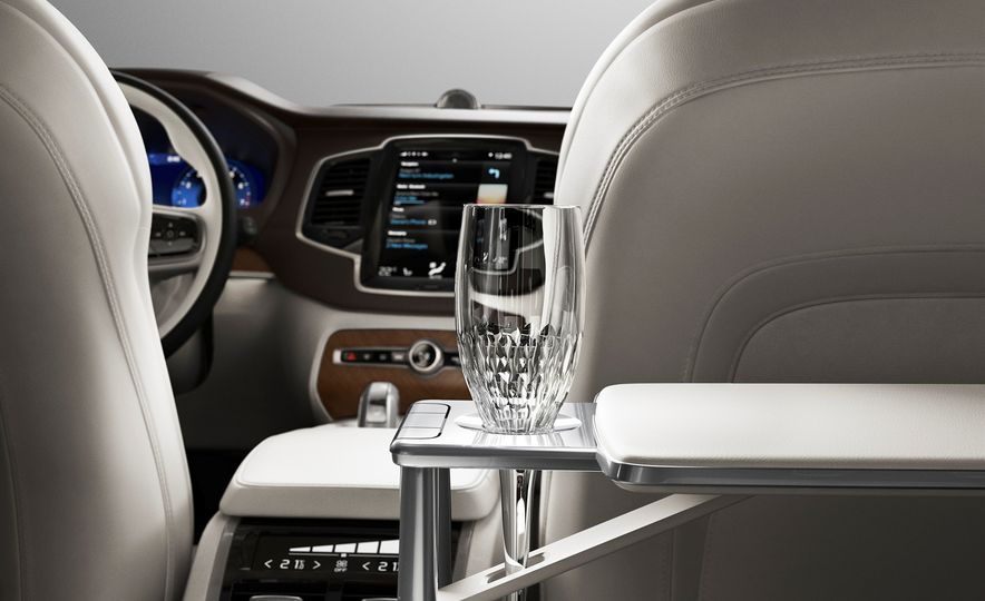 2016 Volvo XC90 T8 Excellence Edition - Slide 11