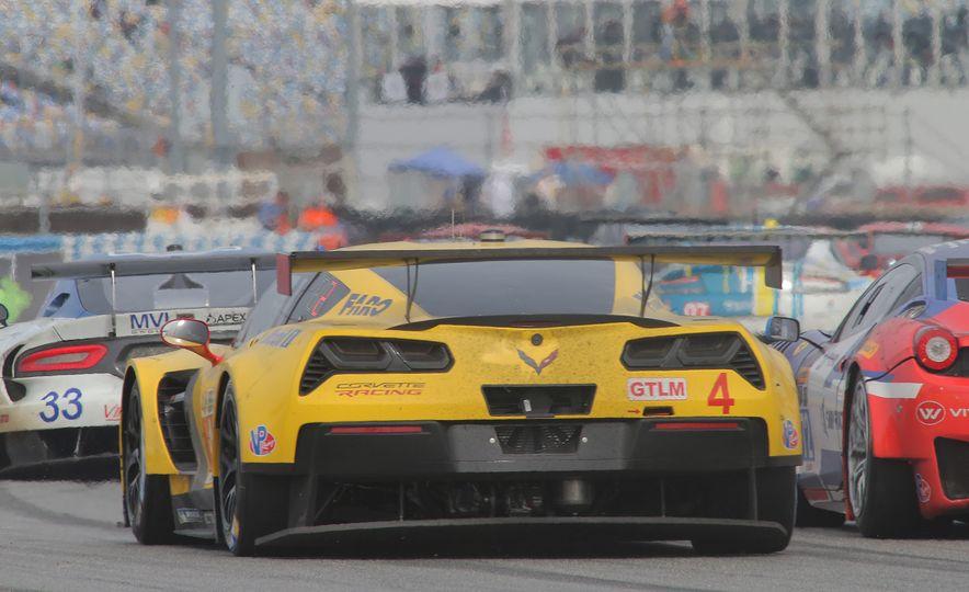 2016 Chevrolet Corvette Z06 C7.R Edition and Chevrolet Corvette C7.R race car - Slide 7