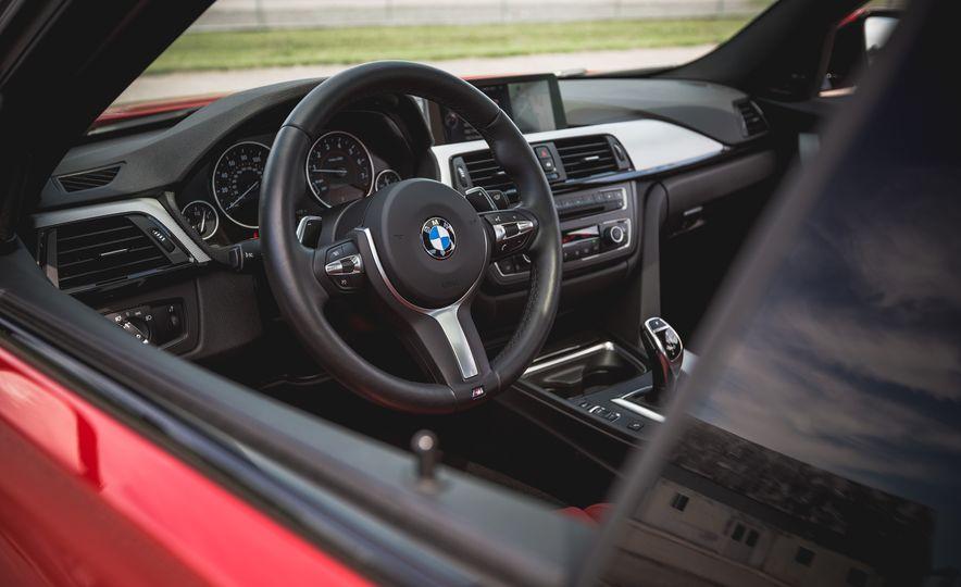 2015 BMW 335i xDrive - Slide 16