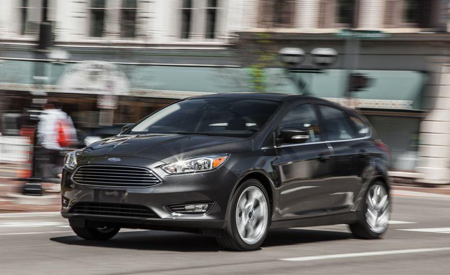 2015 Ford Focus Titanium - Slide 2