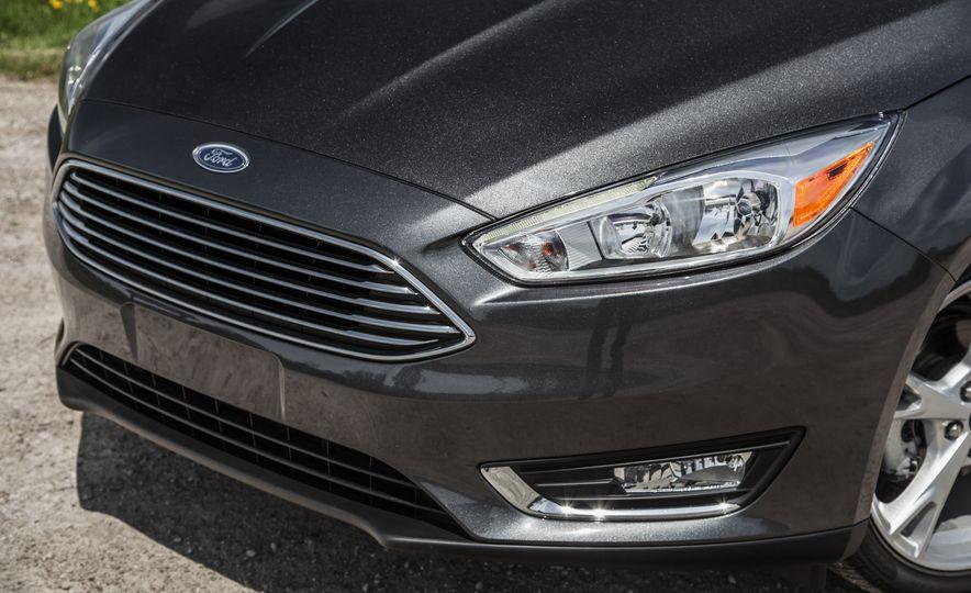 2015 Ford Focus Titanium - Slide 9