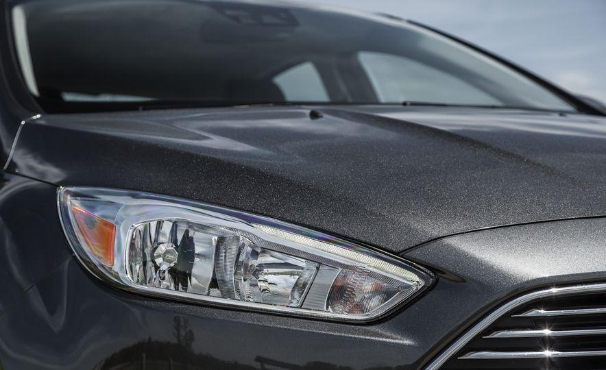 2015 Ford Focus Titanium - Slide 10