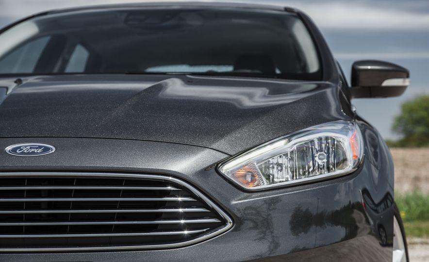2015 Ford Focus Titanium - Slide 12