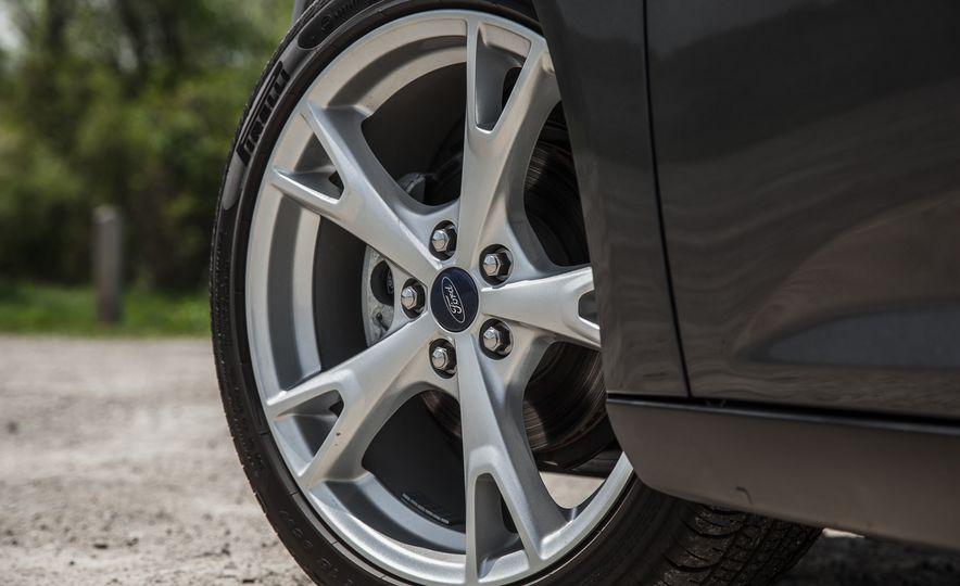 2015 Ford Focus Titanium - Slide 13