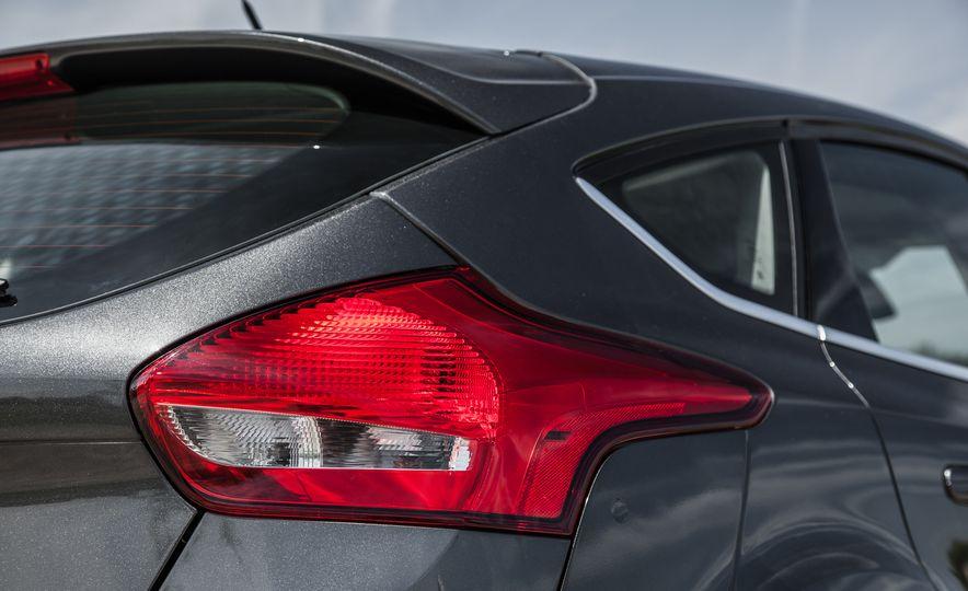 2015 Ford Focus Titanium - Slide 14