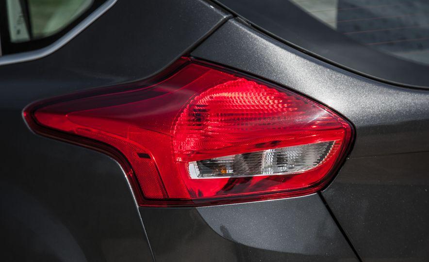 2015 Ford Focus Titanium - Slide 16