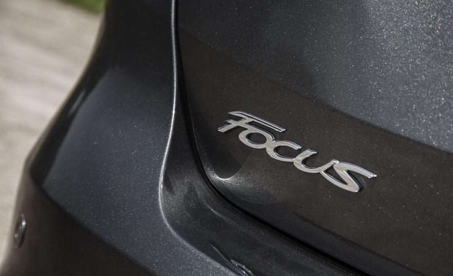 2015 Ford Focus Titanium - Slide 17