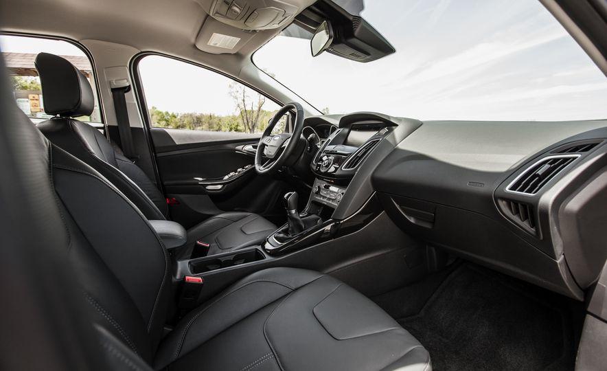 2015 Ford Focus Titanium - Slide 21