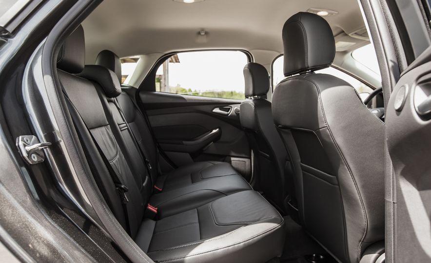 2015 Ford Focus Titanium - Slide 26
