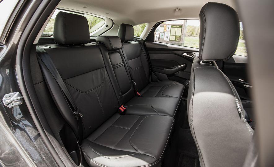 2015 Ford Focus Titanium - Slide 27