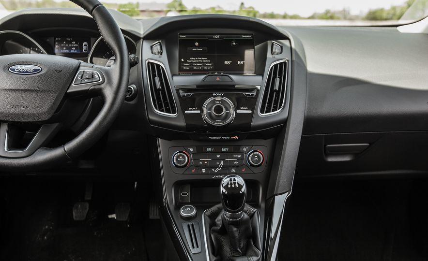 2015 Ford Focus Titanium - Slide 29