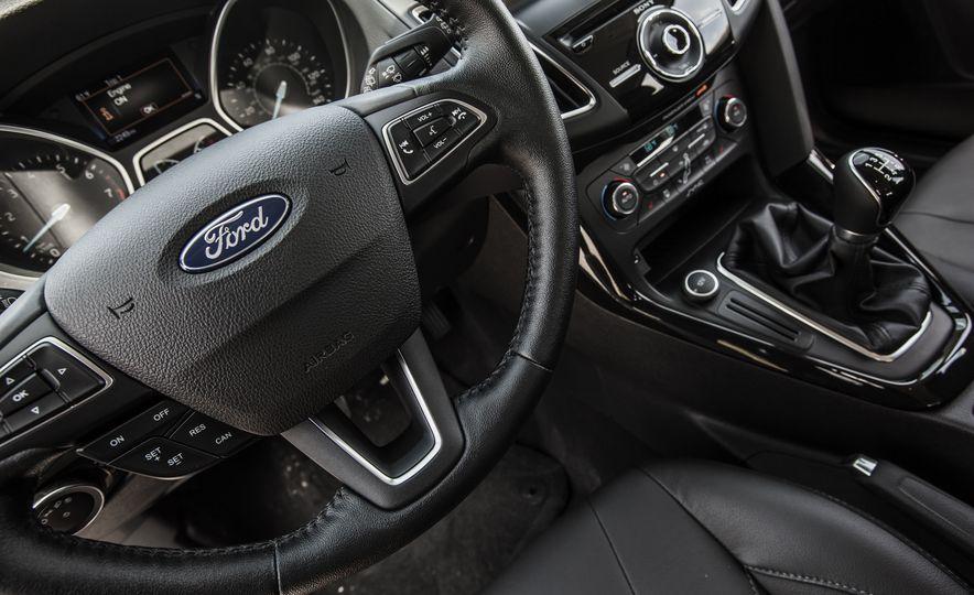 2015 Ford Focus Titanium - Slide 33