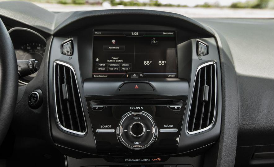 2015 Ford Focus Titanium - Slide 34