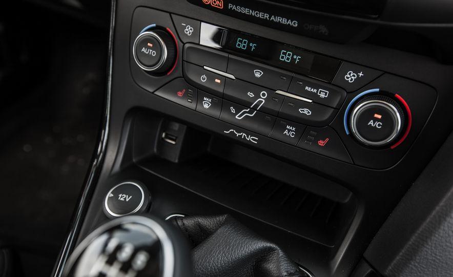 2015 Ford Focus Titanium - Slide 36