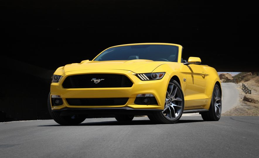 2015 Ford Mustang GT convertible - Slide 2