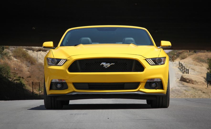 2015 Ford Mustang GT convertible - Slide 4