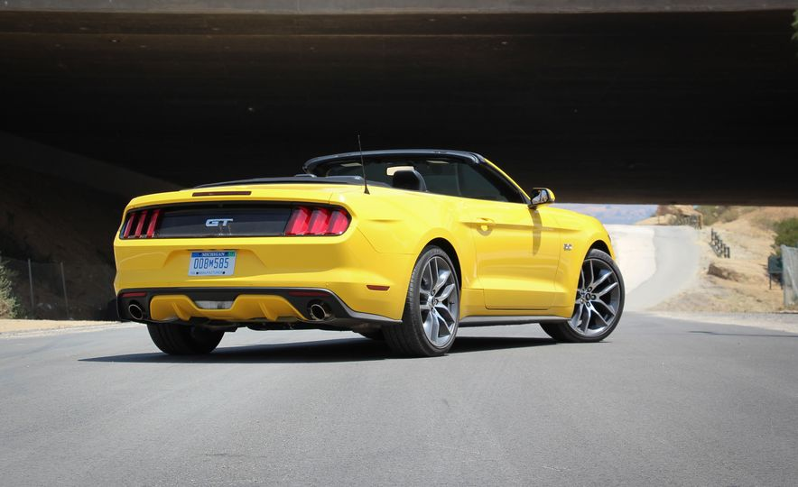2015 Ford Mustang GT convertible - Slide 5