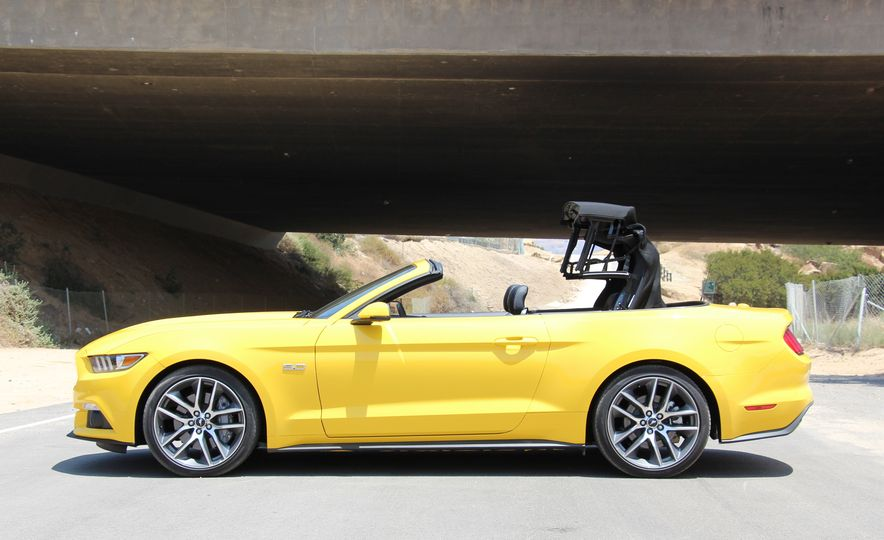 2015 Ford Mustang GT convertible - Slide 8