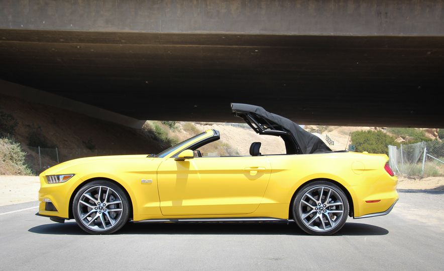 2015 Ford Mustang GT convertible - Slide 9