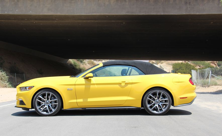 2015 Ford Mustang GT convertible - Slide 10
