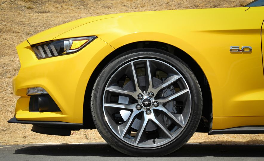 2015 Ford Mustang GT convertible - Slide 15