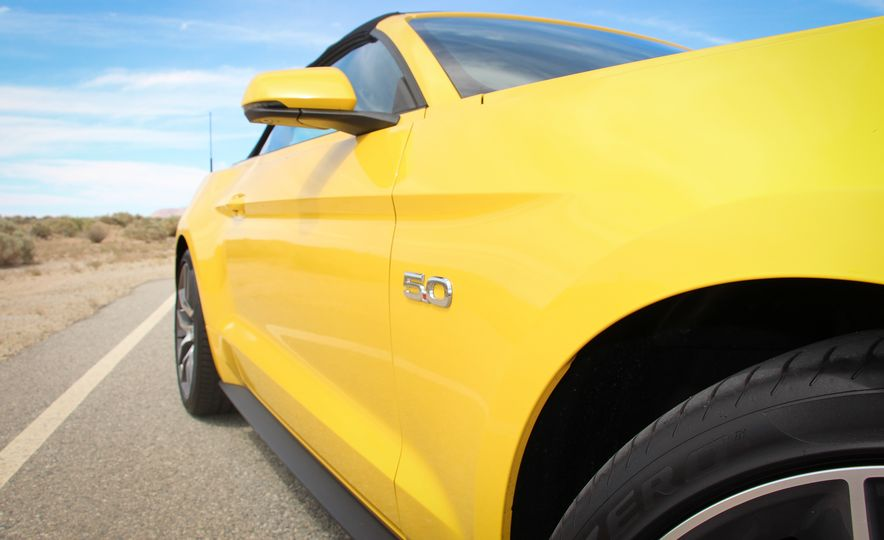 2015 Ford Mustang GT convertible - Slide 14