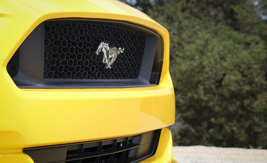 2015 Ford Mustang GT convertible - Slide 13