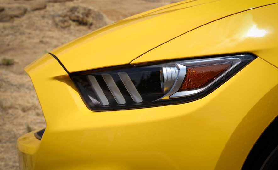 2015 Ford Mustang GT convertible - Slide 16