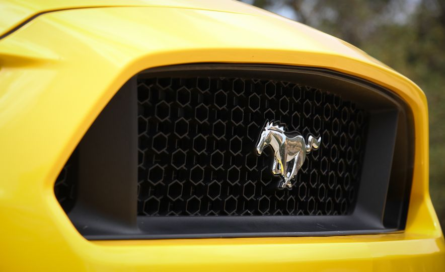 2015 Ford Mustang GT convertible - Slide 17
