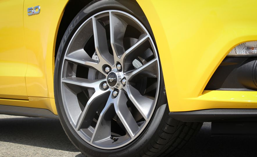 2015 Ford Mustang GT convertible - Slide 18