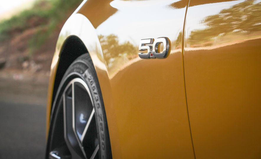 2015 Ford Mustang GT convertible - Slide 19