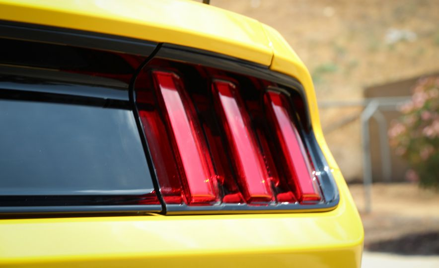 2015 Ford Mustang GT convertible - Slide 21