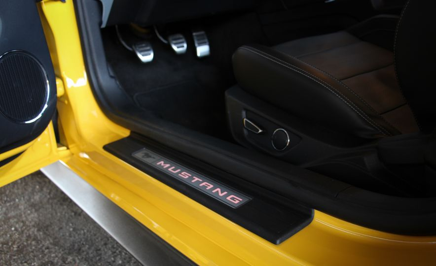 2015 Ford Mustang GT convertible - Slide 24