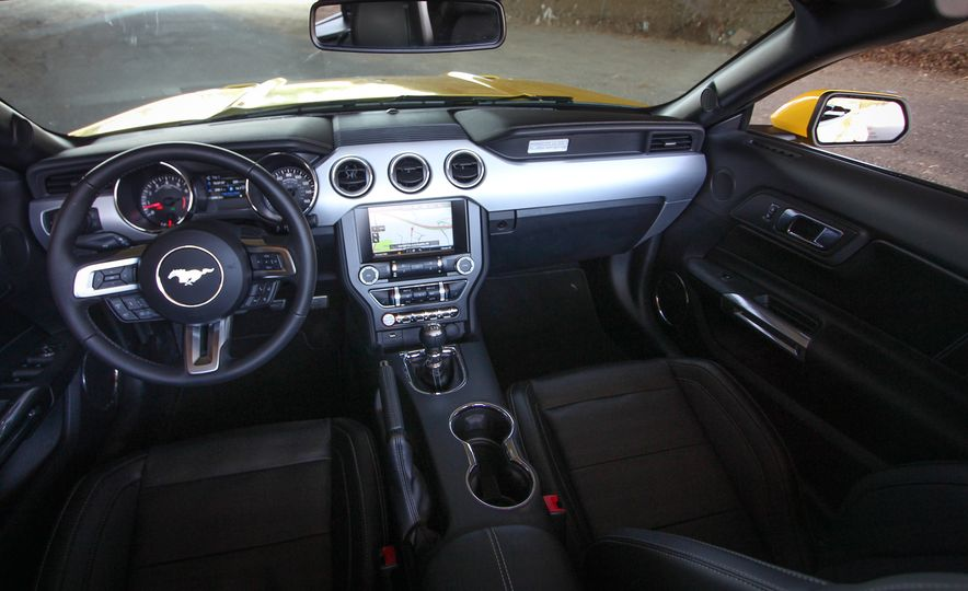 2015 Ford Mustang GT convertible - Slide 28