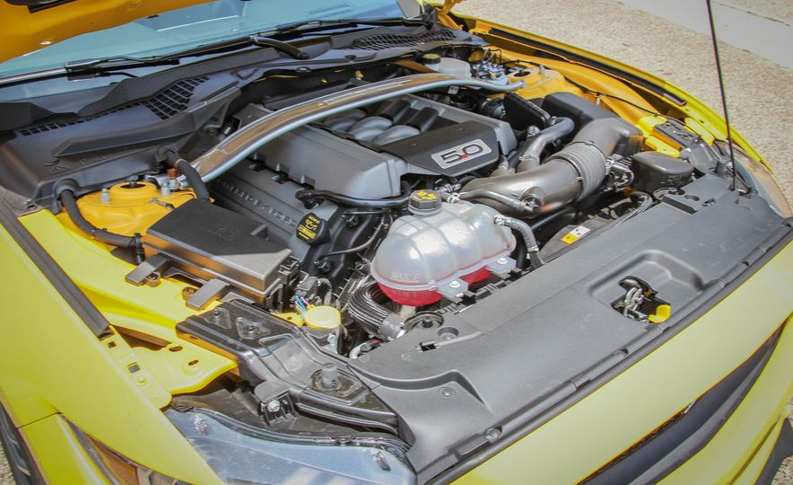 2015 Ford Mustang GT convertible - Slide 43