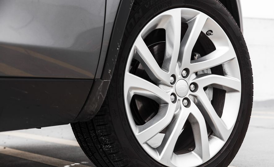 2015 Land Rover Discovery Sport - Slide 15