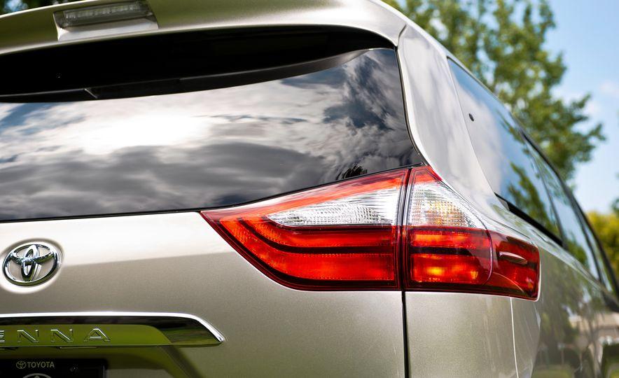 2015 Toyota Sienna SE - Slide 42